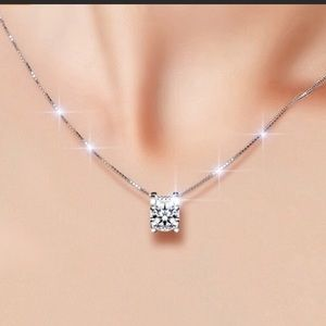 Jewelry - 🎉🎉Crystal Pendant Necklace